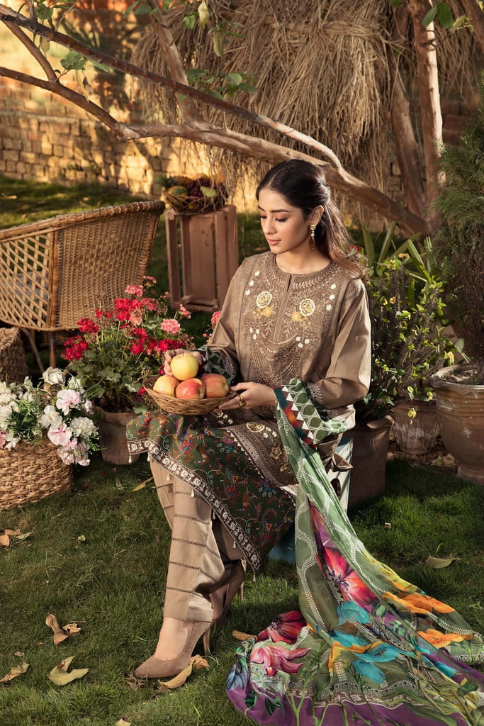 AARYRA   LUXURY LAWN'21 Collection   ARD-408-B